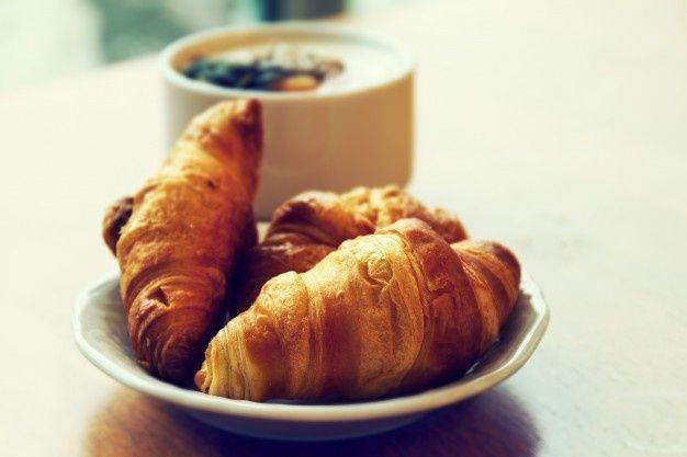 Petit-déjeuner croissants